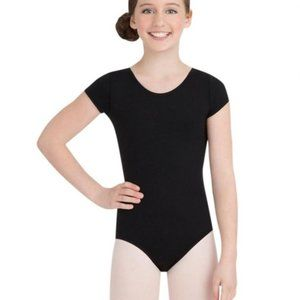 NWT. CAPEZIO girl's short sleeve leotard. Medium.